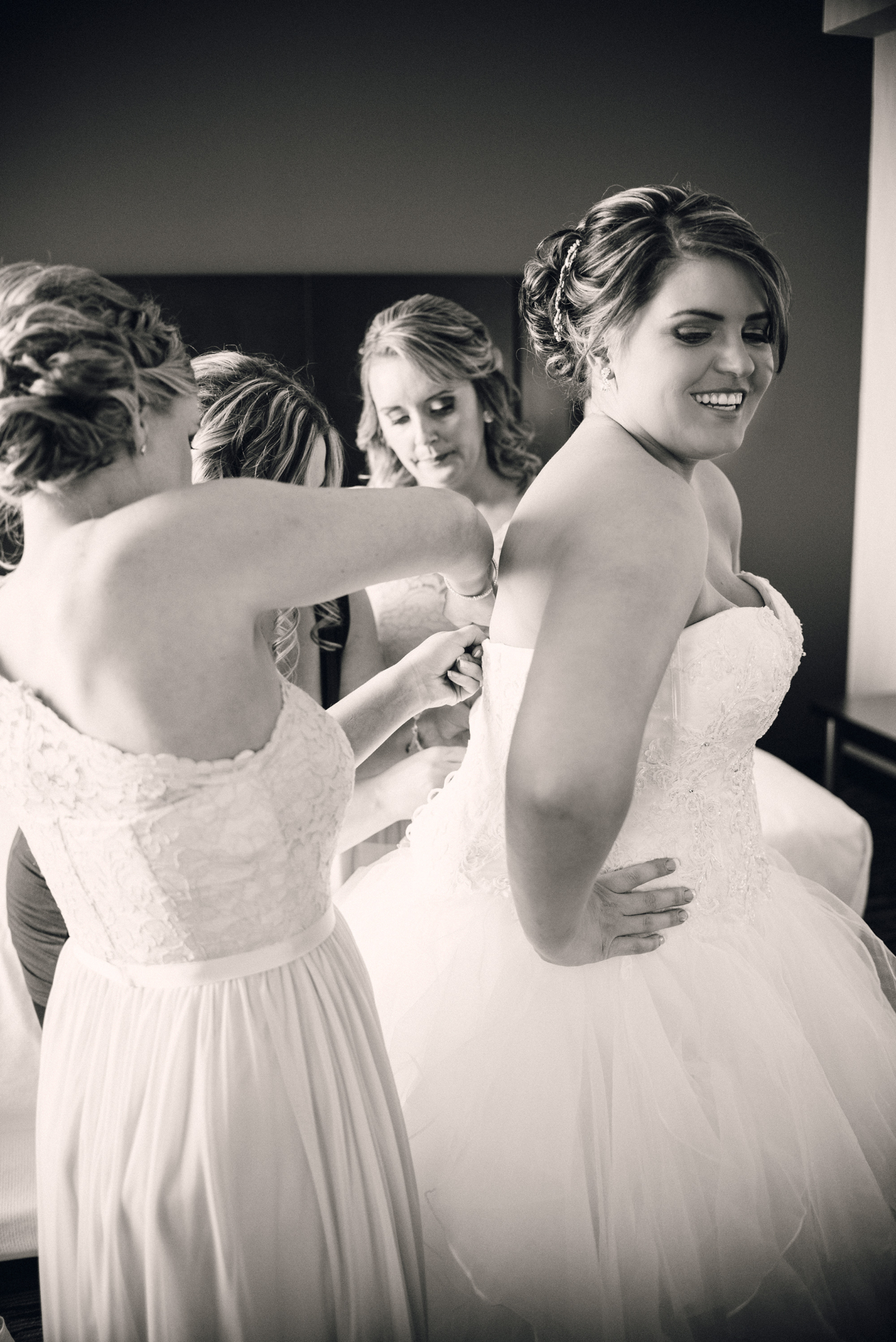 Bride_Getting_Ready_Photos_Verveine_Studios