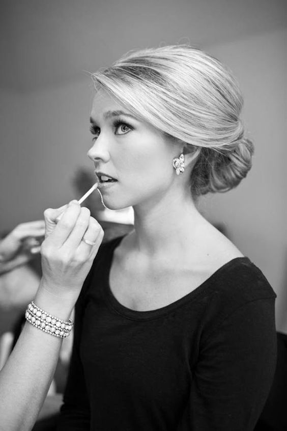 Bride_Having_Makup-Applied_By_PRO-MUA