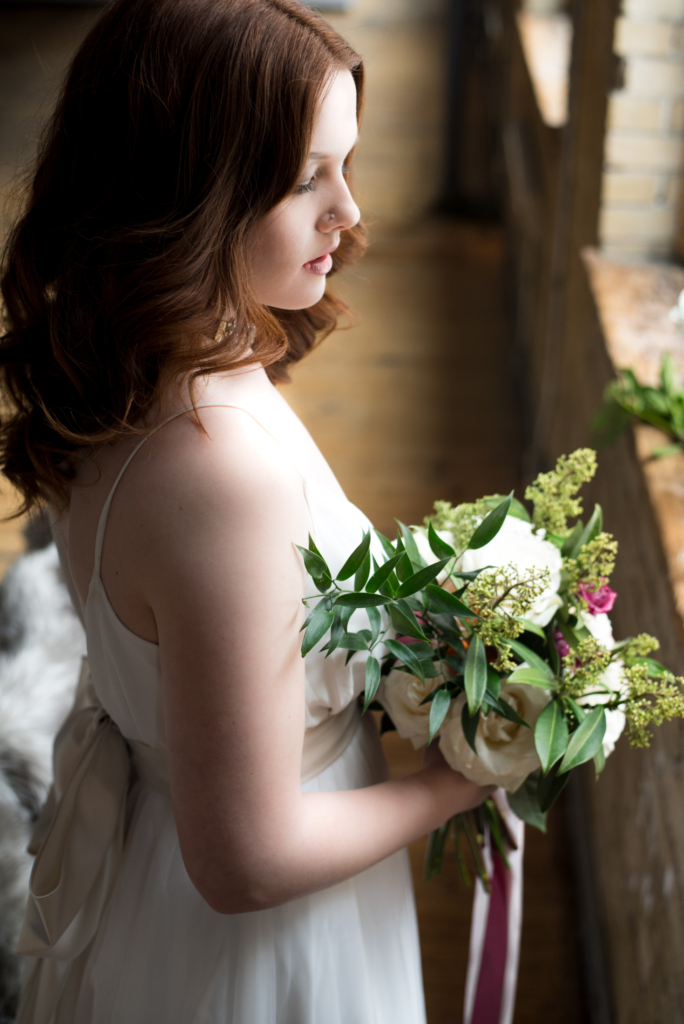 Bride_Getting_ready_Flowers_Verveine_Studios